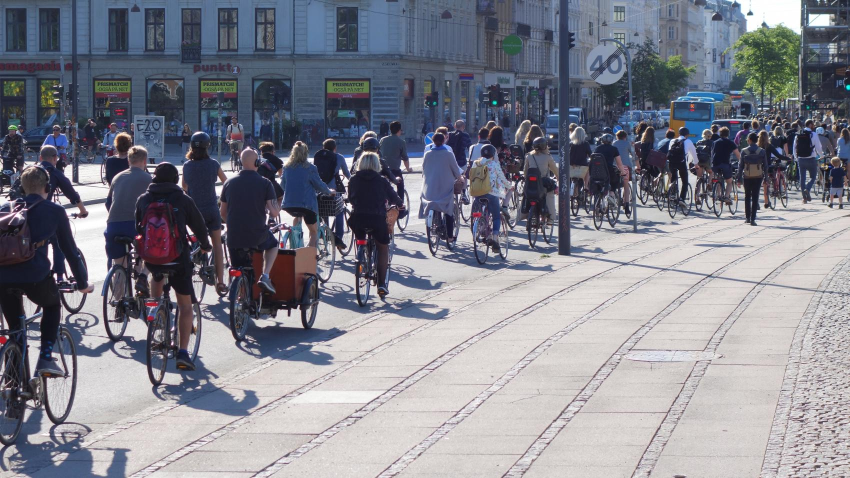 """The impressive """"bicycle traffic jams"""" that one can observe on Dronning Louises Bro form partially because the crossing after the bridge is not included in the green wave coordination."""