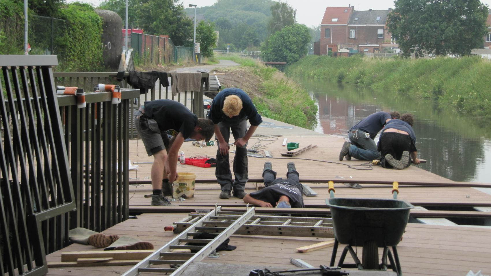 July 2014: installation of composite decking. Photo credit: Provincie Antwerpen.