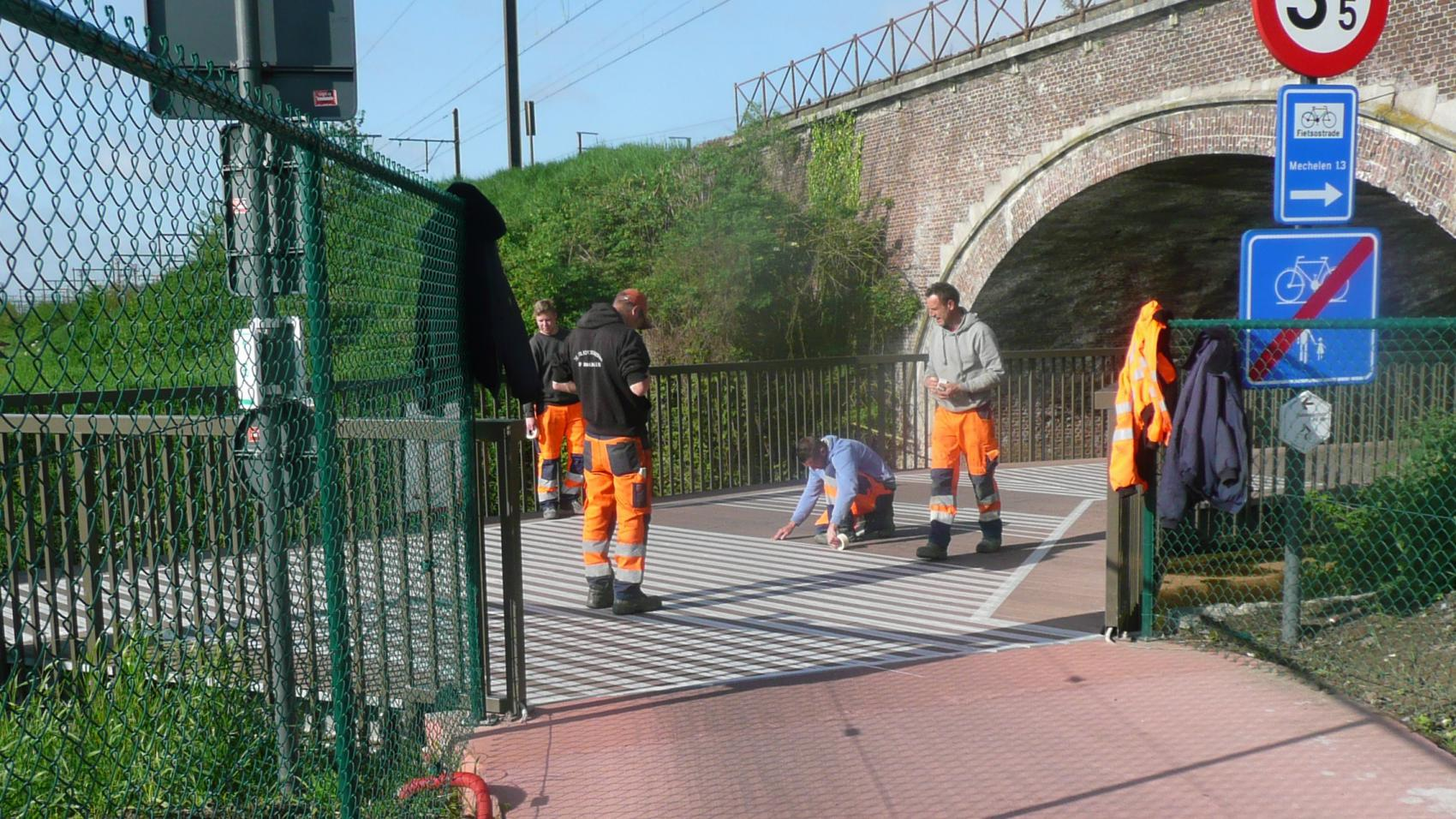May 2015: application of anti-slip coating. Photo credit: Provincie Antwerpen.