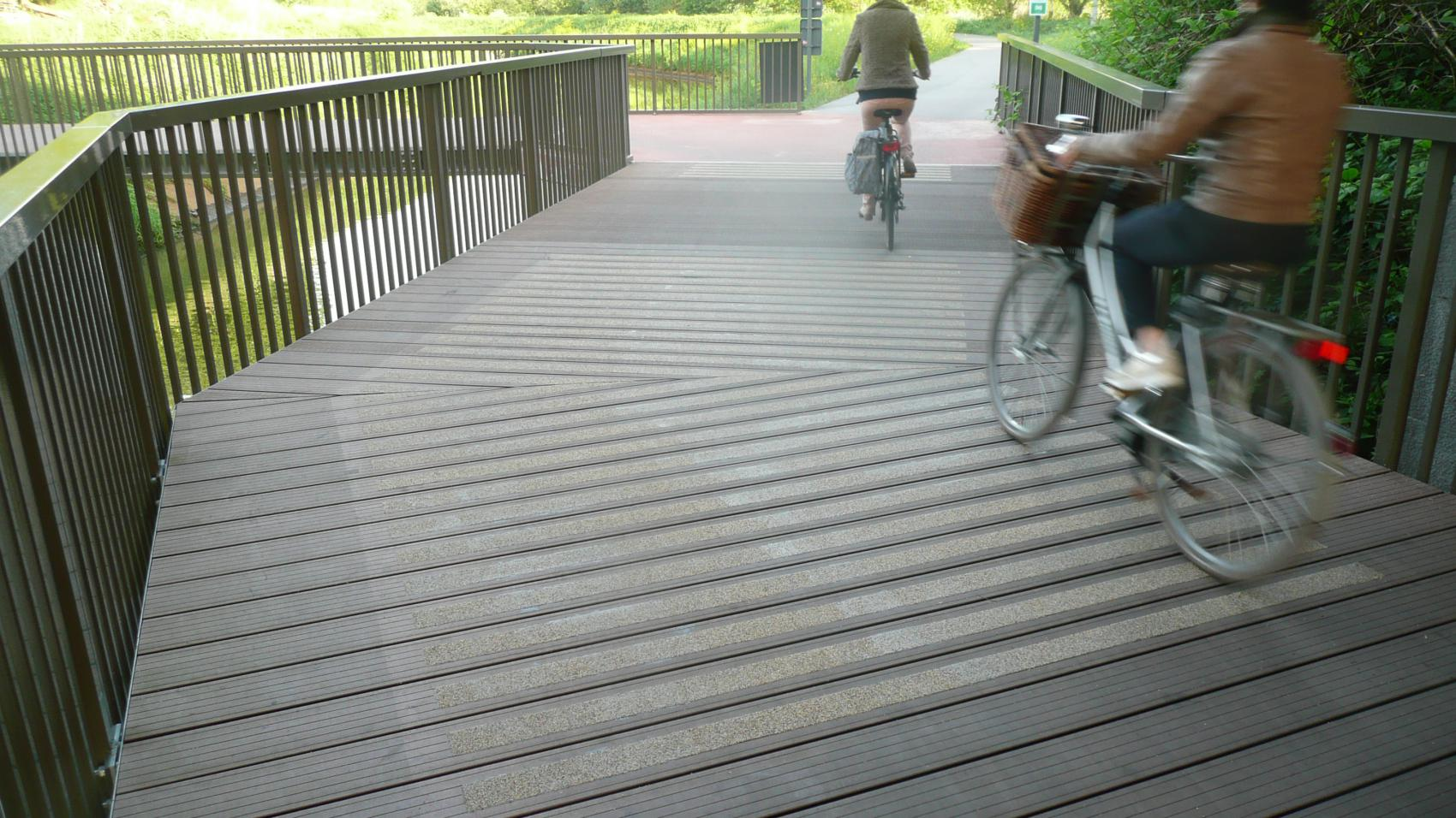 Good friction is particularly important on curves. Photo credit: Provincie Antwerpen.