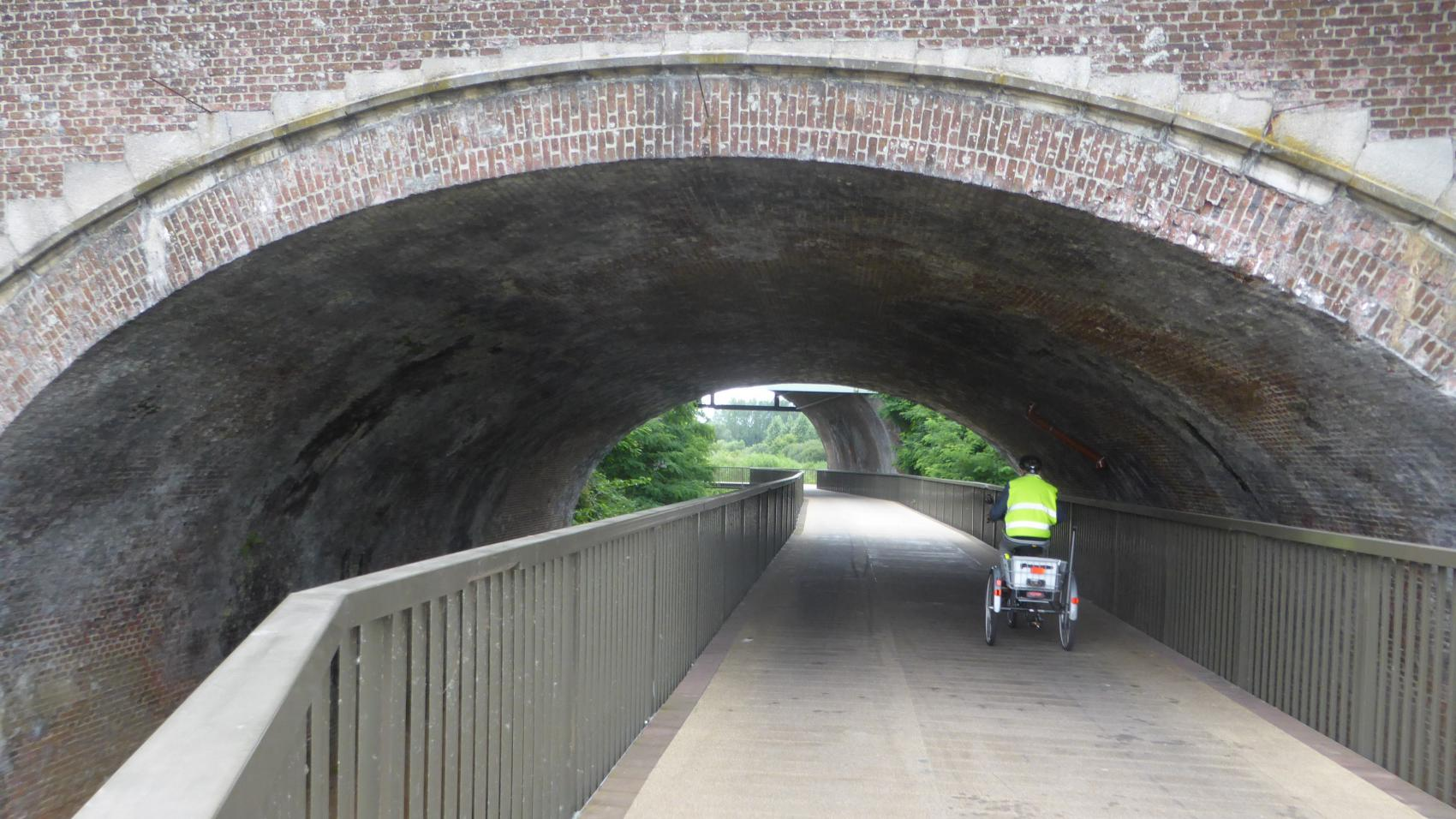 Cycling bridge along Vrouwvliet – view from the eastern side.