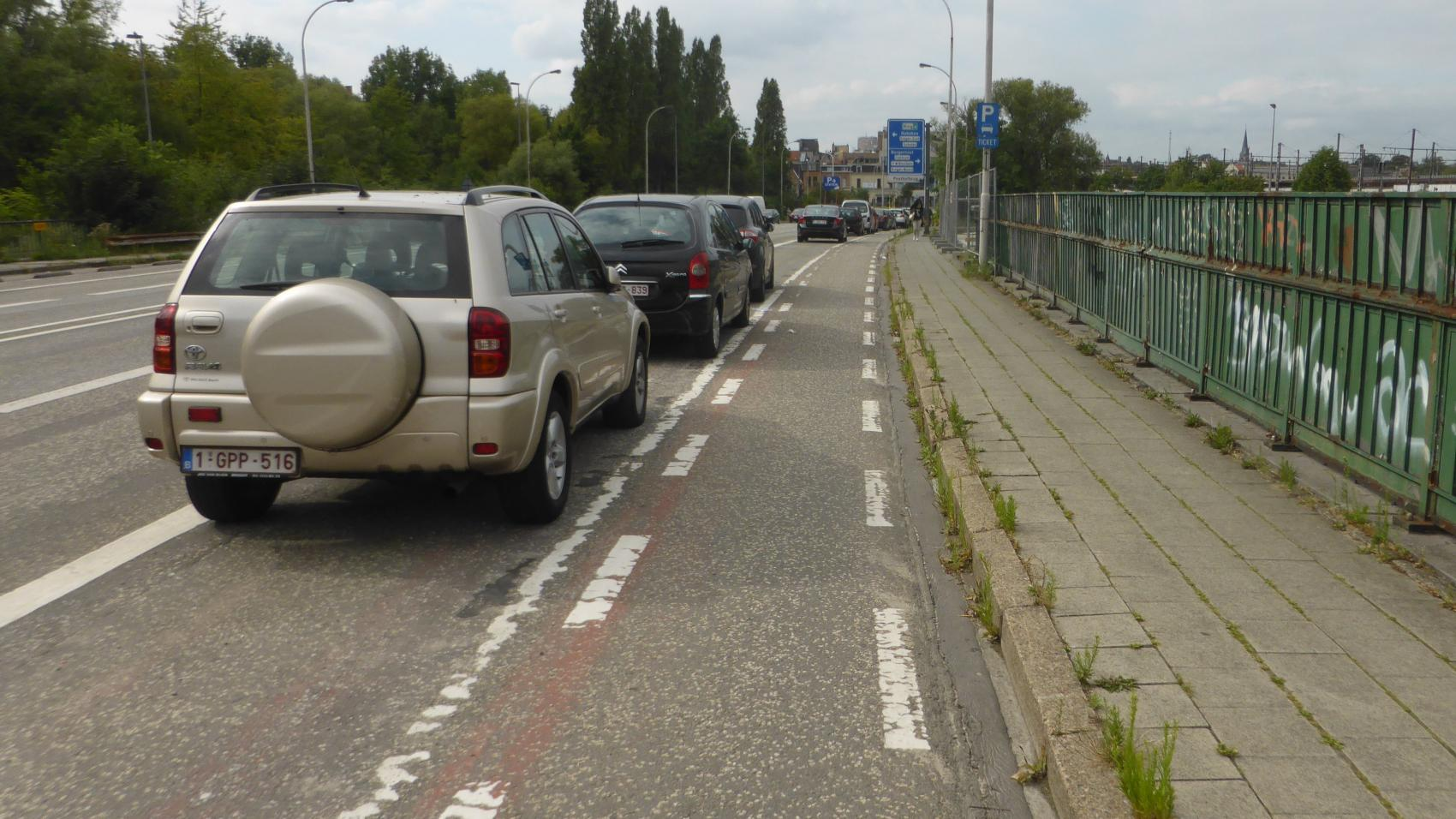Inbound cycle lane on Posthofbrug before reconstruction.