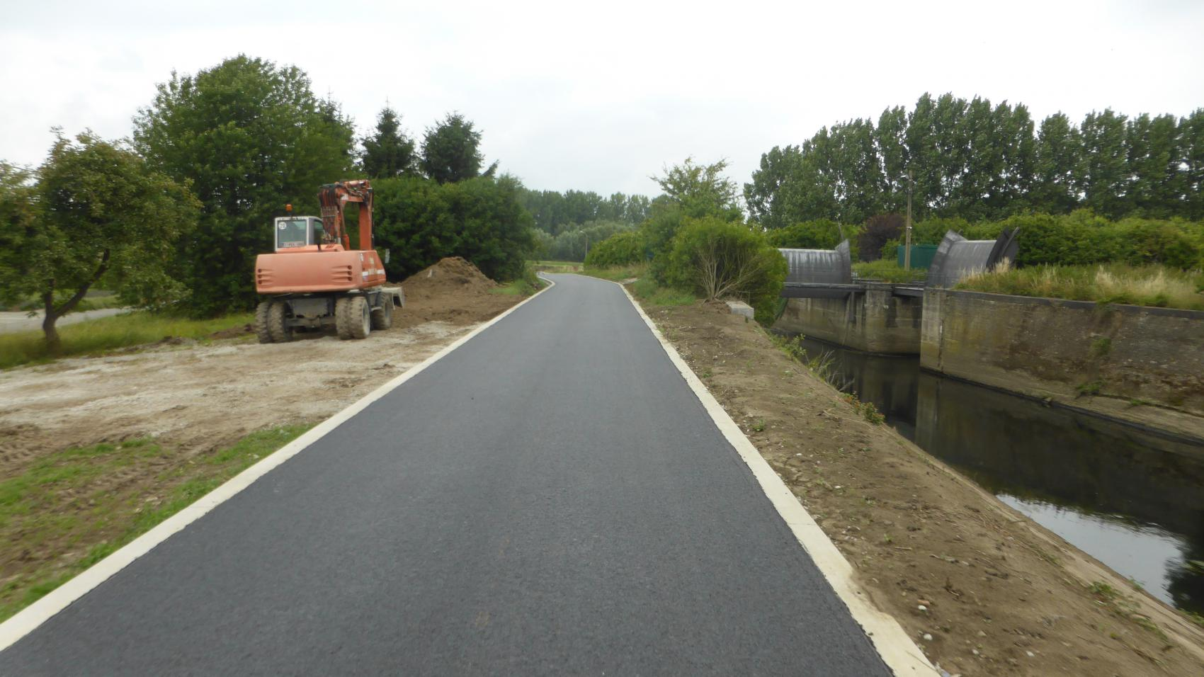 New section between Weverstraat and cycling bridge in Eppegem completed in summer 2017.