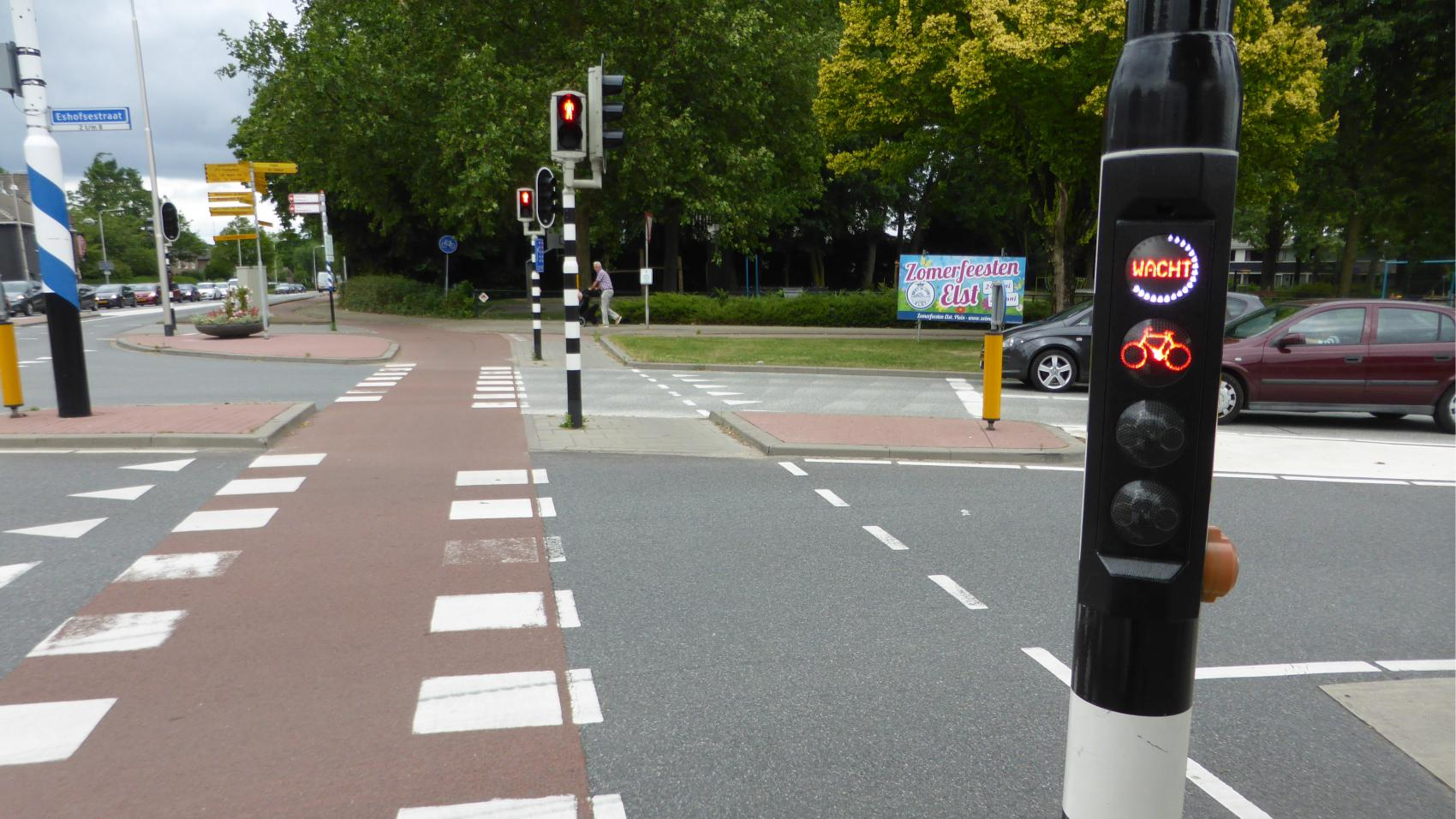 The alternative route through Elst also meets Dutch high standards of quality, but unlike the cycle highway involves some waiting on traffic lights